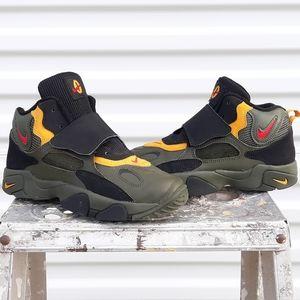 Boys Nike Speed Turf Air Max sizs 3Y